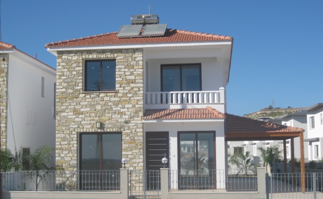 outside_property_larnaca1